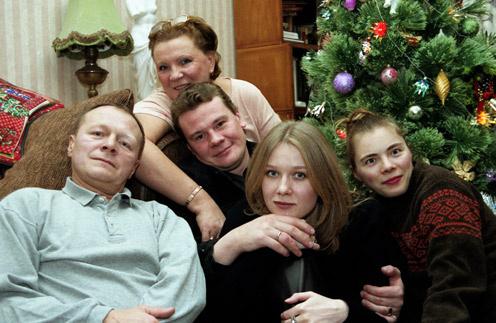 Счастливая семья Галкиных за несколько  лет до трагедии: родители Борис и Елена,  Влад с женой Дарьей Михайловой и  сестрой Машей