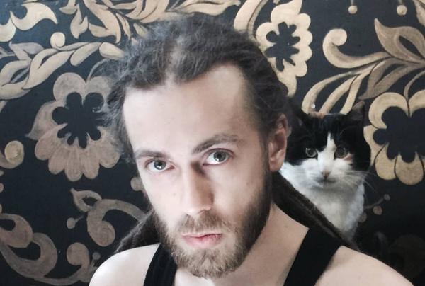 Кирилл Толмацкий родился в 1983 году