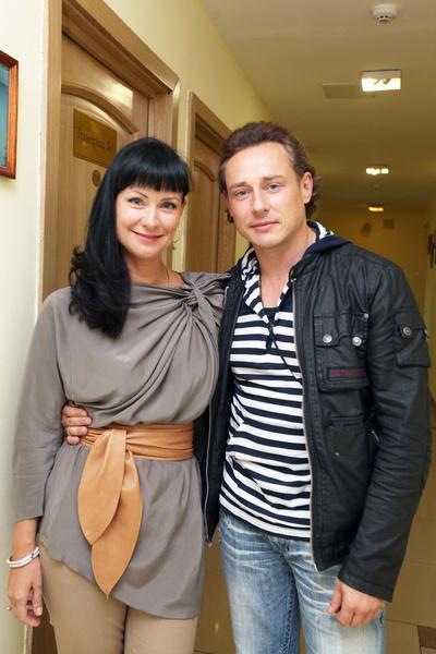 Дмитрий женат на балерине Оксане Рожок, однако его подозревали в измене с Нонной Гришаевой