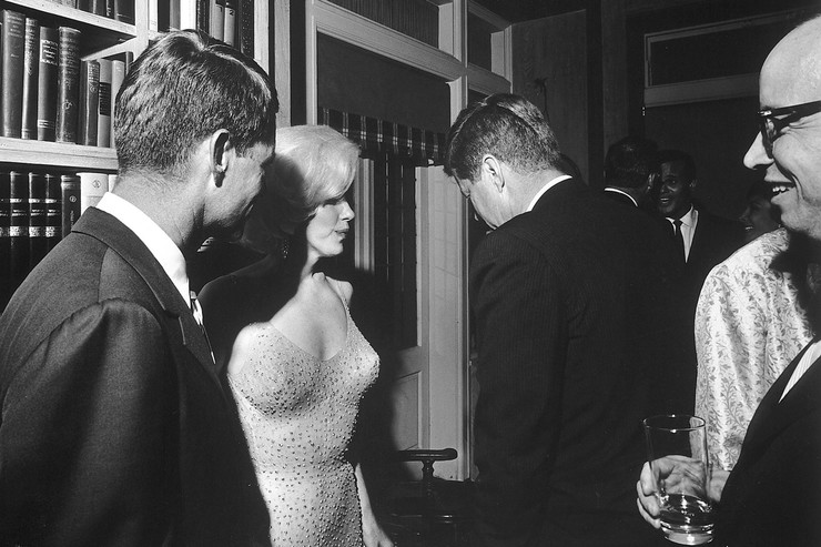 Ходили слухи, что Мэрилин Монро убили из-за интрижки с Кеннеди