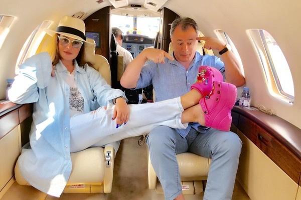 Муж побаловал Екатерину Андрееву путешествием на частном самолете