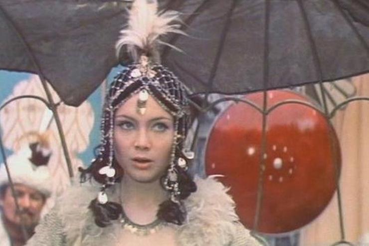 Царевна вышла за Кощея, а Иван-подкидыш женился на Мальвине. Романы звезд «После дождичка, в четверг»