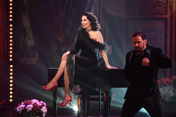Алика Смехова на протяжении шоу восхищала поклонников красотой