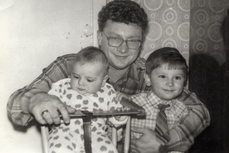 Антон Хабаров с папой и сестрой