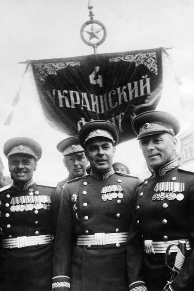 Политическая карьера Брежнева началась после службы в РККА