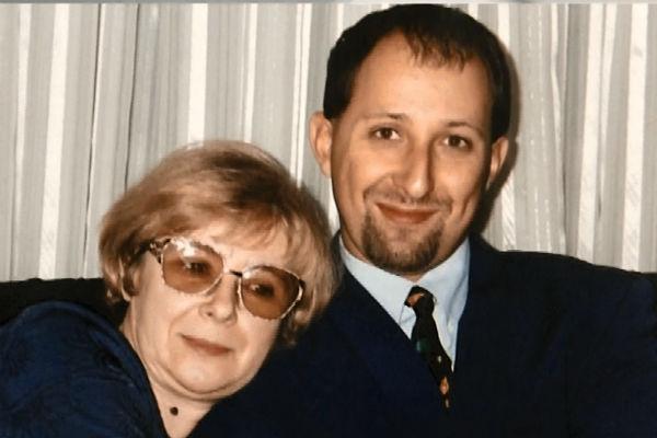 Лишь через тридцать лет после рождения Валентин узнал от матери, чей он сын