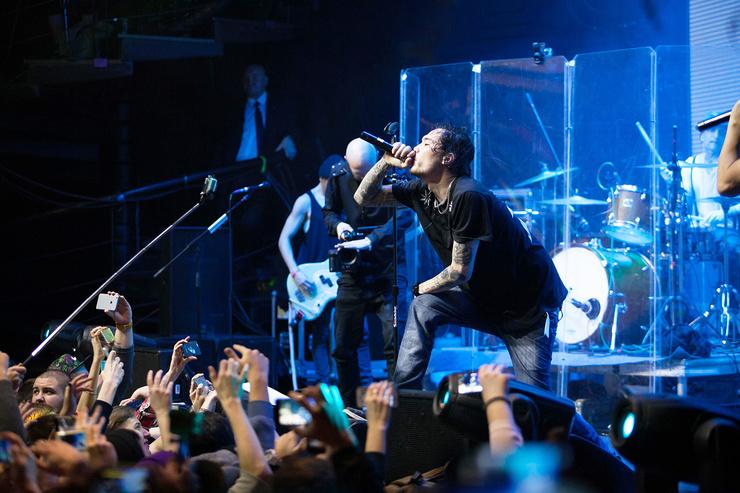 Скриптонит заявил, что выпуск нового трека приносит ему гораздо больше радости, чем энергия восьмитысячной толпы.