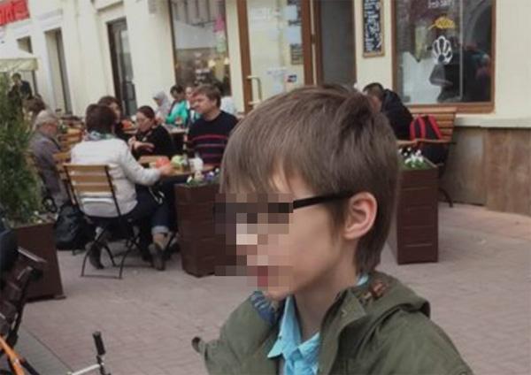 Как говорят прохожие, маленький Оскар неоднократно читал стихи в центре Москвы