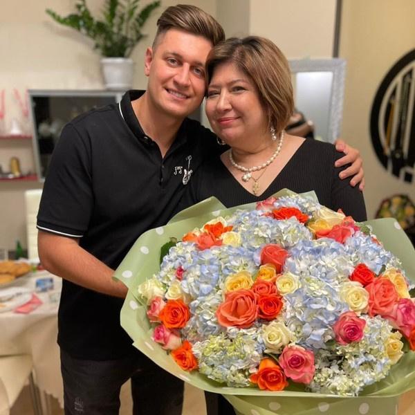 Давид Манукян с матерью