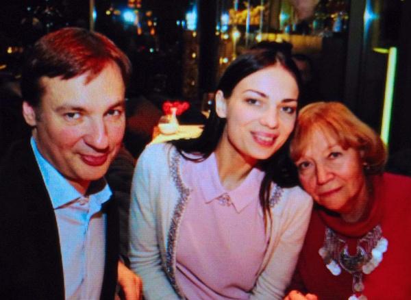 Павел с мамой и женой Аленой