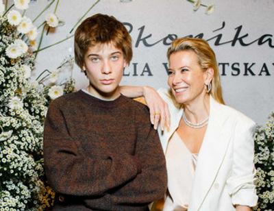 Кровь не водица: сын Юлии Высоцкой стал копией Никиты Михалкова
