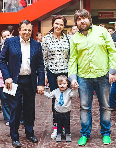 Эвелина Бледанс семьей на открытии Стены Неравнодушных в «Мастерславле»