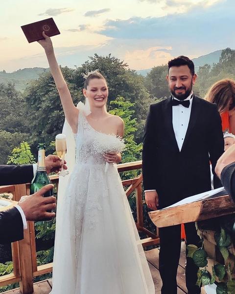Актриса и ее жених давно планируют свадьбу.