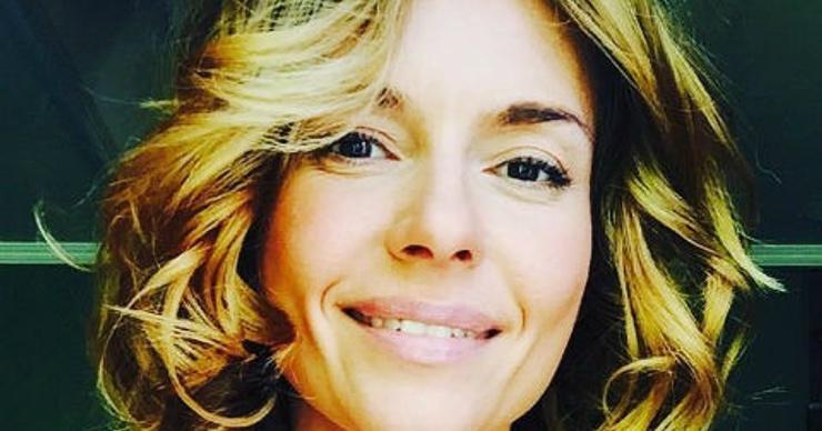 40-летняя Любовь Толкалина оголила грудь
