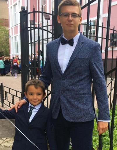 Сын Ирины Агибаловой Олег и внук Митя, окончивший первый класс