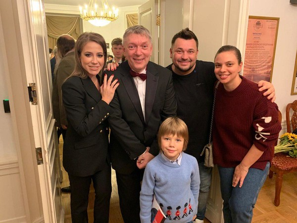Юлия Барановская с сыном, Александр Федоров, Сергей Жуков с женой