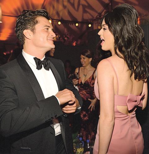 На вечеринке актер откровенно флиртовал с Кэти, Беверли-Хиллз, 10 января 2016 года