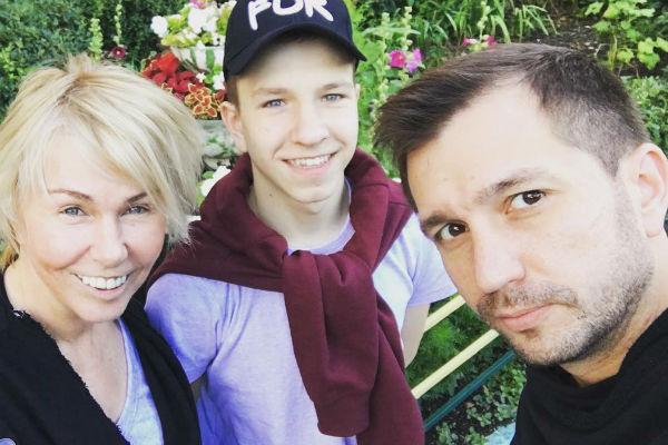 Ксения старается окружить 15-летнего Никиту заботой