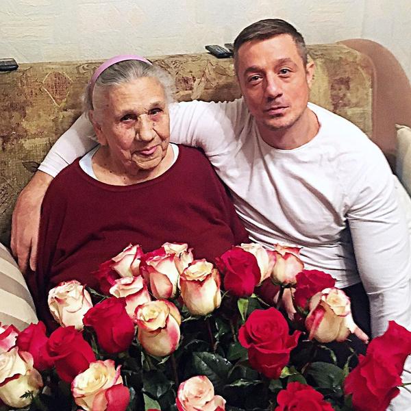 Недавно Алексей Макаров поздравлял бабушку с 91-летием