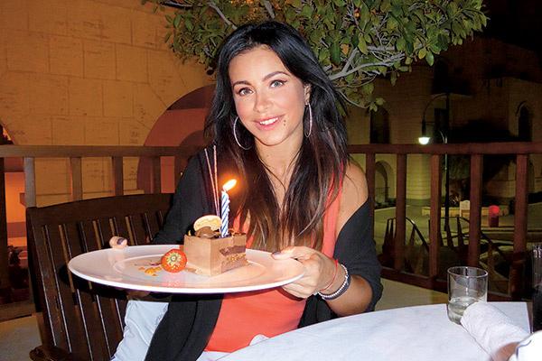 ...со свечами и тортом