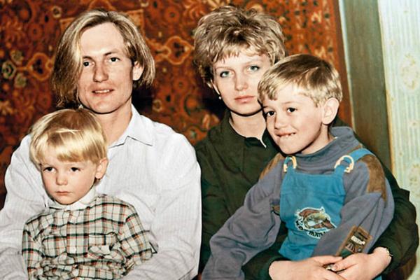 Супруга воспитывала двоих детей, пока композитор пропадал на гастролях и крутил романы на стороне