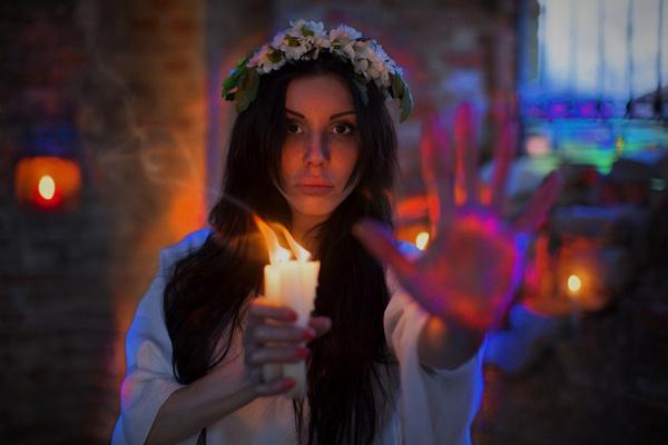 Верди устраивала фотосессии, где она представала в образе ведьмы