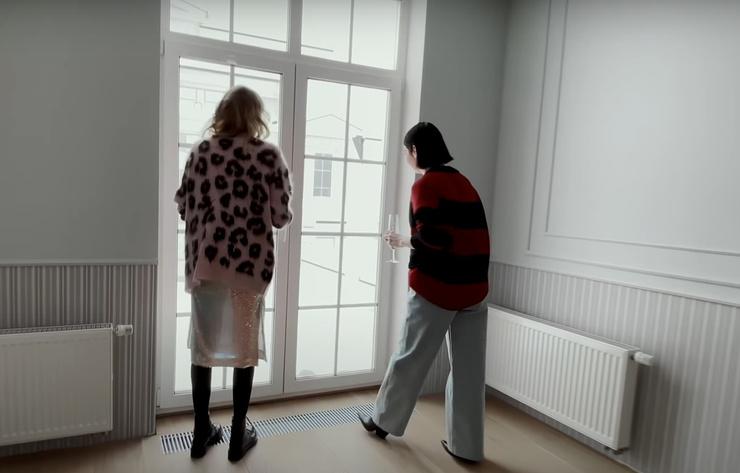 Окна спальни выходят на веранду