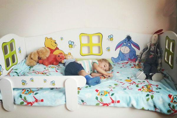 Маленький Кирюша остался доволен обустройством своей комнаты