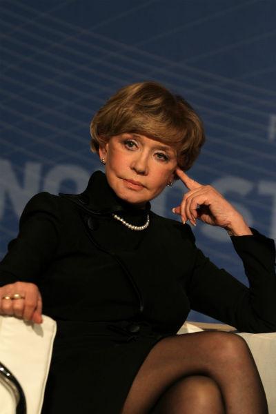 Юлию уже много лет сравнивают с матерью Верой Алентовой