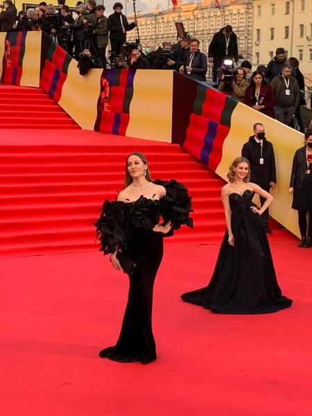 Битва секс-символов: Узерли, Климова и Асмус в черном затмили всех на Московском кинофестивале