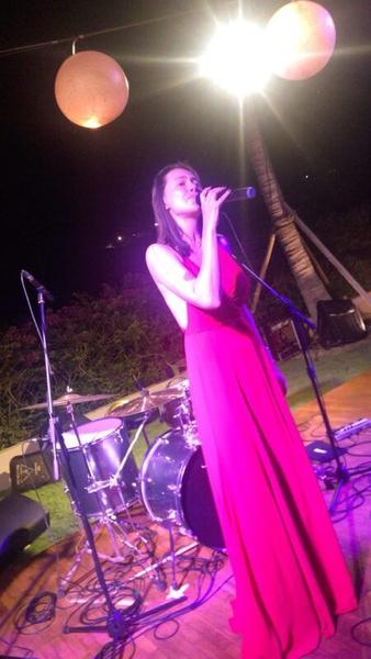 Самбурская исполнила для именинника и его гостей несколько песен