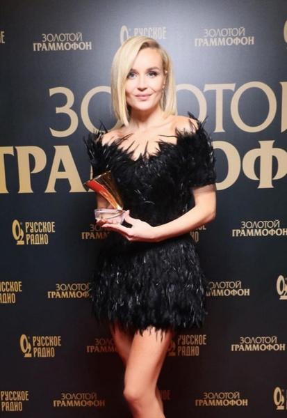 Образ Полины Гагриной сравнили с платьем Малефисенты