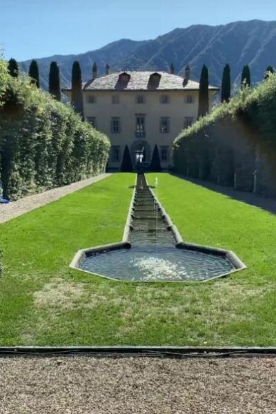 Свадьба влюбленных проходит в одном из самых красивых мест Италии