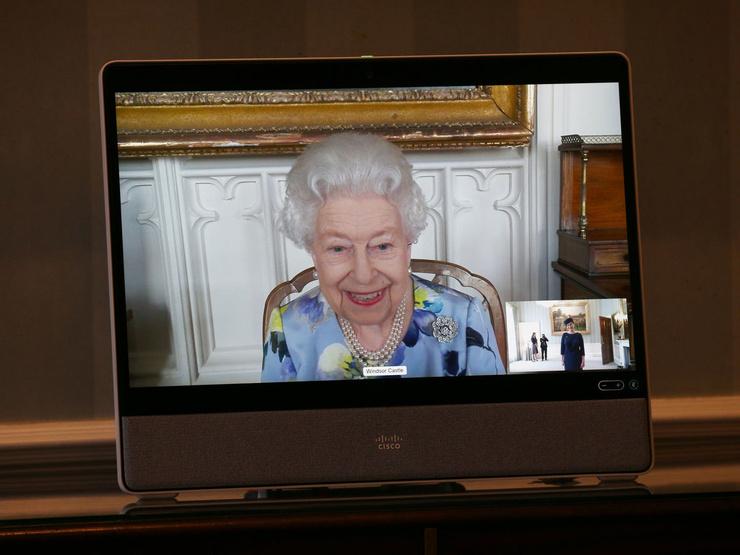 Королева продолжает работу, несмотря на личные проблемы