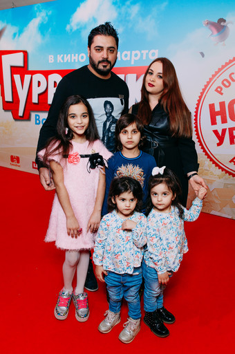 Певец Александр Бердников с семьей