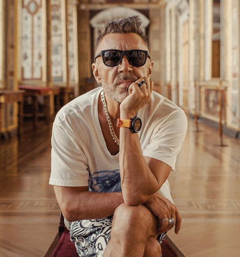 Сергей Шнуров сохраняет невозмутимость