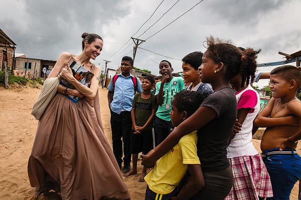 «Ужасно худая! Кожа на руках буквально висит», — писали СМИ в начале июня, после поездки актрисы в Колумбию