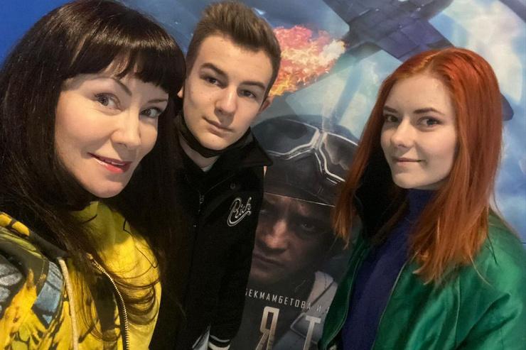 Анастасия стала графиком-иллюстратором, а Илья уже успел сняться в сериале «Гелий-3»