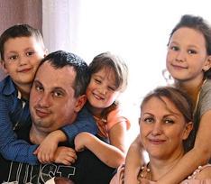Как семья с десятью детьми борется с травлей в Сети