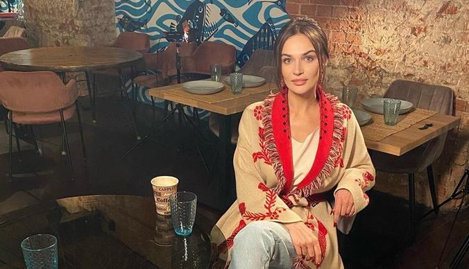 Алена Водонаева оголила пышную грудь в ванной