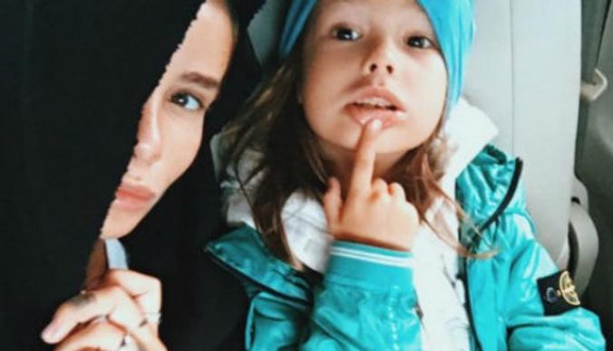 Айза Долматова доверила сына бывшему мужу
