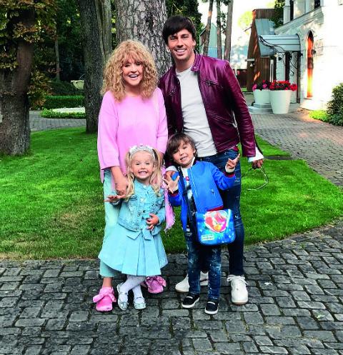 Алла Пугачева и Максим Галкин тайно отправились с детьми на Кипр