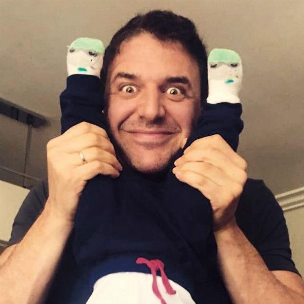 Максим регулярно занимается с сыном гимнастикой