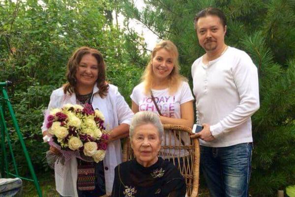 Инна Макарова с семьей