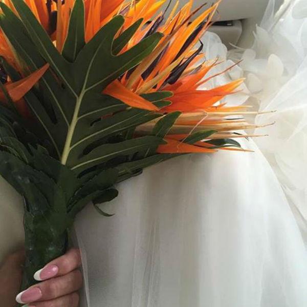 Для бракосочетания певица выбрала необычный букет