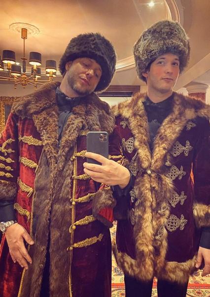 Дерек Бласберг и Ник Браун в восторге от праздничной церемонии