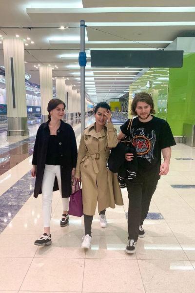 Тина часто путешествует вместе с двумя повзрослевшими детьми