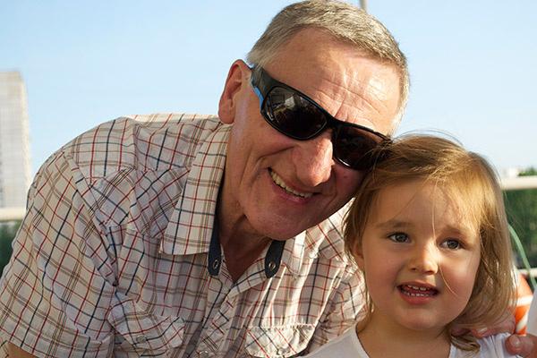 Внучка Клавдия называет дедушку исключительно по имени