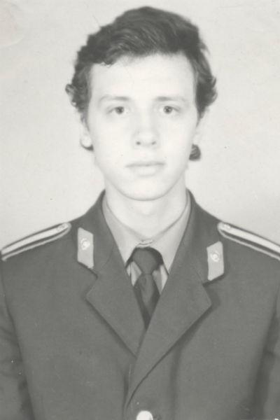 В 1993 году Мелихов вернулся из армии и устроился на работу в милицию