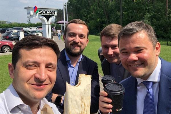 Сеть автозаправок вКиеве добавила вменю шаурму после визита Владимира Зеленского